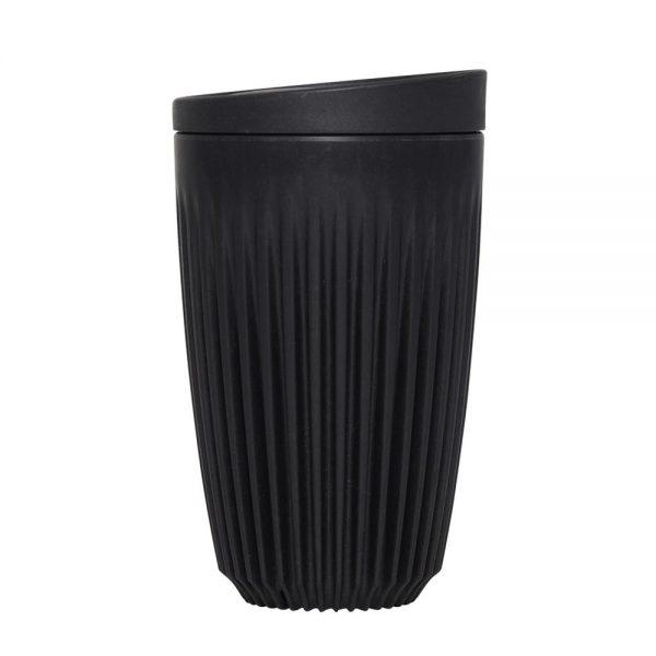 juodas daugkartinis kavos puodelis